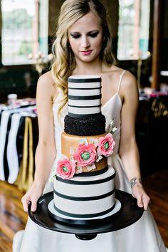 #moderncake #weddingcake #blackandgoldcake @weddingchicks