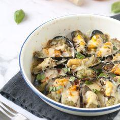 Wie dol is op mosselen, moet zeker dit recept eens proberen: gegratineerde mosselen à la Provençale met tomatencoulis en pesto. Topper!