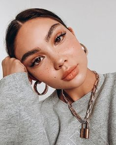 Lip oils are perfect for nourishing parched lips while also providing a tinted glow. They don't feel quite as sticky as a traditional gloss (and — bonus — they don't dry down as quickly, either). #lipoils Makeup Trends, Makeup Inspo, Makeup Inspiration, Makeup Goals, Makeup Tips, Beauty Makeup, Beauty Nails, Beauty Skin, Makeup Ideas