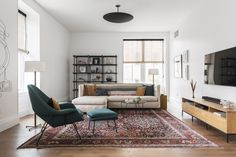 Splendid Find out the top living room mistakes interior designers always notice so you can make sure your space looks polished. The post Find out the top living room mistakes interior designers always notice so you ca… appeared first on Ameria . Cute Living Room, Living Room Decor Cozy, Small Living Rooms, Rugs In Living Room, Living Room Designs, Modern Living, Budget Living Rooms, Living Room White Walls, Simple Living Room