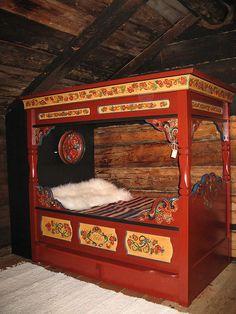 Scandinavian Rosemaled bed