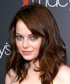 Timeline of Emma Stone& hair color transformation - I love that they explain the true process of how long it takes to go from dark to light and not ruin your hair. Dark Auburn Hair Color, Brown Hair Color Shades, Brown Hair Colors, Dark Hair, Hair Colour, Auburn Brown, Cabello Color Chocolate, Chocolate Brown Hair Color, Chocolate Hair