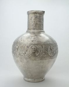 A solid silver Byzantine liturgical cup circa 600 AD - found at a church ruin in Emesa Origami Artist, Louvre Paris, Byzantine Art, Metal Vase, Museum, Italian Art, Ancient Artifacts, Ancient Civilizations, Sculpture