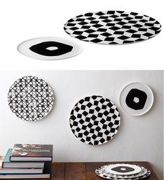 Talíře ze série Emptiness od Paoly Navone s černobílým geometrickým vzorem