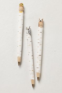 I must have these - Hand-Carved Owl Pen - too cute! Image Crayon, Cute Owl, School Supplies, Art Supplies, Paper Goods, Hand Carved, Stationery, Fancy, Crafty