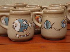 Línea caracterizada por su color tostado aportado por el óxido de manganeso en la composición de su pasta. La variedad de diseños son re... Slab Pottery, Pottery Mugs, Ceramic Pottery, Plate Design, Cup Design, Ceramic Cups, Ceramic Art, Cerámica Ideas, Clay Fish
