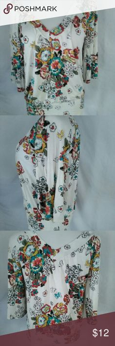 American rag 3/4 sleeve vneck blouse size small Measurements  Armpit to armpit 19in  Length 23in  Ships fast American Rag Tops Blouses