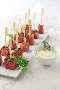 Seared beef steak bites with fresh horseradish aioli sauce is a classy appetizer. Juicy beef steak bites dipped in a garlicy-spicy horseradish aioli sauce. Steak Appetizers, Appetizer Dips, Appetizers For Party, Appetizer Recipes, Easiest Appetizers, Toothpick Appetizers, Tapas, Fresh Horseradish, Horseradish Sauce