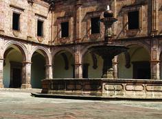"""Palacio Clavijero, mapestosa edificación de estilo barroco./  """"Clavijero"""" Palace, this grand Baroque-style building was constructor in 1660"""
