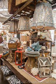 Olive Bucket Lighting / Quite a find. Cageots Vintage, Vintage Market, Vintage Shops, Rustic Decor, Farmhouse Decor, Flea Market Booth, Flea Market Displays, Flea Market Style, Antique Booth Ideas