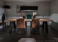 Eiken boomstamtafel Beam is uniek, stoer en rustiek - Alle Pilat! Wooden Dining Tables, Dinning Table, Dining Room, Home Comforts, Custom Furniture, Corner Desk, Home And Garden, Lounge, Lights