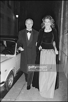 Baroness Marie Helene and Baron Guy of Rothschild arriving at a party. Get premium, high resolution news photos at Getty Images Rothschild Mansion, Le Baron, Arte Robot, Party Pictures, Fabulous Dresses, High Society, Still Image, Marie, Presentation