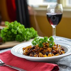 Veggie with a Cause: Weeknight fancy: mushroom bourguinonne Delicious Vegan Recipes, Gourmet Recipes, Beef Recipes, Yummy Food, Tasty, Healthy Recipes, Fun Food, Veg Dishes, Pasta Dishes