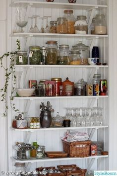 wall space use Kitchen Inspirations, Beautiful Kitchens, Interior, Kitchen Remodel, Kitchen Decor, Summer House Inspiration, Home Decor, Home Kitchens, Rustic House