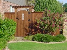 9 Astounding Cool Tips: Modern Fence Gate Ideas Garden Fence White.Garden Fence Wooden Wooden Fence Cost Per Foot.Fencing Ideas For Large Gardens. Cedar Wood Fence, Wood Fence Gates, Wooden Garden Gate, Garden Gates And Fencing, Diy Fence, Fence Ideas, Cedar Gate, Pallet Fence, Fence Art