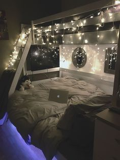 cozy teen girl bedroom fairy lights - dream bedroom decor tips to create a comfy teen girl bedrooms. Post number shared on 20190215 Small Room Bedroom, Dream Bedroom, Bedroom Lamps, Bedroom Lighting, Night Bedroom, Room Lights Decor, Master Bedroom, Bed Rooms, Dorm Rooms