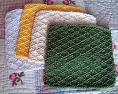 Free kitchen dishcloth pattern. The dishcloth was knitted using the Lattice Stitch Pattern.