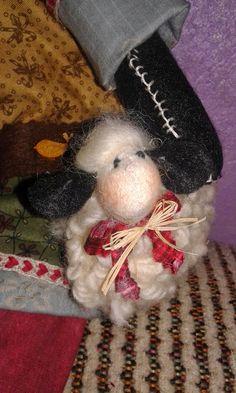 Papai Noel Joaquim e sua ovelha. Ótima opção para decoração natalina  ou a seu gosto.