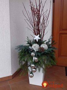 There are numerous ways to decorate your front porch and spread a festive atmosphere and holiday joy all around. Either done by yourself or with family, we are providing you with creative ideas of Christmas porch decorations to help you get inspired. Outdoor Christmas Planters, Christmas Urns, Christmas Garden, Outdoor Christmas Decorations, Christmas Centerpieces, Christmas Holidays, Christmas Wreaths, Front Porch Ideas For Christmas, Xmas Decorations To Make