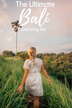 Wondering what to wear in Bali? Traveling to the Indonesian island can be tough to pack for. So I've put together the ultimate Bali packing list for Bali Lombok the Nusa Islands and the Gili Islands. Malang, Packing List For Travel, Packing Lists, Travel Tips, Packing Tricks, Europe Packing, Traveling Europe, Backpacking Europe, Travel Hacks
