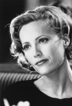 Still of Leslie Mann in The Cable Guy. She looks like some gorgeous, old Hollywood movie star.