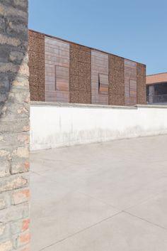 Vista exterior. Viviendas adosadas en Sesto San Giovanni por Gino Guarnieri y Roberto Mascazzini. Fotografia © Simone Bossi.