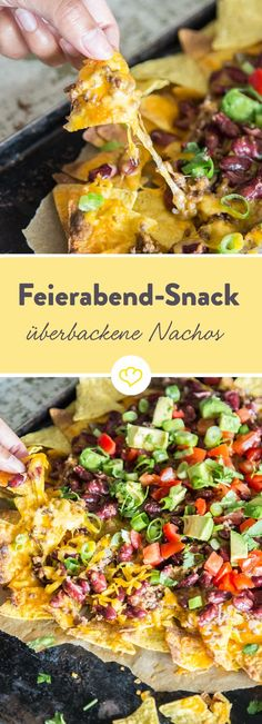 Nachos: Baked totilla chips with cheese and mince- Nachos: Überbackene Totilla Chips mit Käse und Hack Snack and quick dinner in one: Baked nachos are quickly made, sinfully tasty and the perfect companion for your favorite series. Mexican Food Recipes, Dinner Recipes, Ethnic Recipes, Baked Nachos, Healthy Snacks, Healthy Recipes, Snacks Recipes, Tasty, Foodies