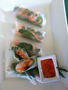 Very good but can be hard to find the roll paper. menemini: fresh vietnamese spring rolls check this out Stacey Fresh Spring Rolls, Summer Rolls, Fresh Rolls, Asian Recipes, Healthy Recipes, Ethnic Recipes, Asian Foods, Savoury Recipes, Paleo Food