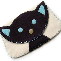 Large Black Cat Snap Wallet by bubbledog on Etsy Cat Crafts, Sewing Crafts, Sewing Projects, Felt Wallet, Mini Pochette, Cat Nose, Yarn Bracelets, Wool Felt, Coin Purse