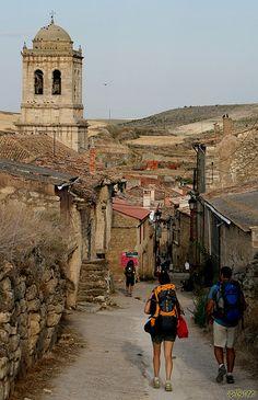 Peregrinos en el camino de Santiago. Hontanas