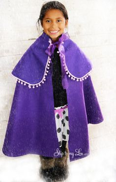 This No Sew Frozen Cape can be made in about 15 mins and requires no sewing! Anyone can make it! www.skiptomylou.org #frozen #DIYfrozencape #DIY