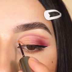 aesthetic makeup videos Amazing eye look for this Valentines! Day Eye Makeup, Pink Lips Makeup, Natural Eye Makeup, Diy Makeup, Makeup Steps, Eyeliner Make-up, Makeup Eyeshadow, Make Up Tutorials, Makeup Tutorial Foundation