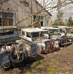 Land Rover Serie 1, Land Rover Defender 110, Landrover Defender, Abandoned Cars, Abandoned Places, Abandoned Vehicles, 4x4, Land Rover Off Road, Off Road Trailer
