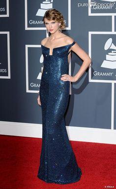 taylor swift grammys 2010 | Taylor Swift escolhe vestido decotado para ir ao Grammy Awards 2010