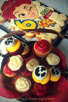 Pastel de cupcakes y canasta para fiesta temática de Jessie la vaquerita