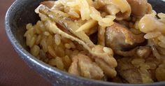 私が1番好きな炊き込みご飯です。最初に鶏肉とごぼうを炒め煮にするのでこくがあっておいしいです。