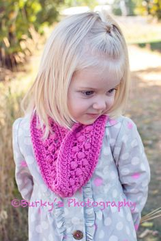 Cute and EASY crochet pattern for a little girl infinity scarf!