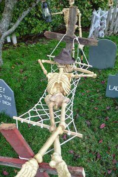 Die 40 Besten Bilder Zu Halloween Deko Fur Den Garten In 2020 Halloween Deko Halloween Halloweendeko