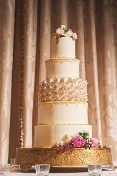 Romantic wedding cake. Photography: K And K Photography - kandkphotography.com
