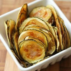 Low FODMAP Salt And Vinegar Baked Zucchini Chips Recipe - easy and delicious low fodmap snack to munch on anytime of the day! 🌿These are so fun to eat ☺️ Definitely a good alternative to oily and overly salty grocery store chips! Zucchini Chips Recipe, Zucchini Crisps, Vegan Chips, Healthy Chips, Zuchinni Recipes, Zucchini Squash, Healthy Zucchini, Easy Recipes, Low Carb Recipes
