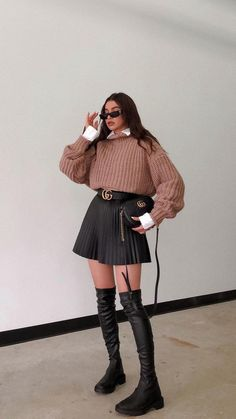Cute Skirt Outfits, Winter Dress Outfits, Warm Outfits, Preppy Outfits, Casual Winter Outfits, Winter Fashion Outfits, Brown Skirt Outfits, Classy Outfits, Outfits With Boots