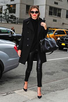 Miranda Kerr Wool Coat - Miranda Kerr looked sharp and sexy in this all-black ensemble featuring a modern wool coat.