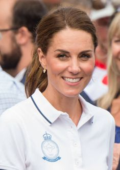Cowes, England August Catherine, Duchess Of Cambridge Stock Pictures, Royalty-free Photos & Images Duchess Kate, Duke And Duchess, Duchess Of Cambridge, British Airways, Kate Middleton Makeup, King Cup, British Monarchy History, Princesa Kate, British Royal Families