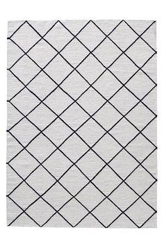 Teppe i 100% ull med varp av bomull. Skumrens/støvsuging.<br><br>For økt sikkerhet og komfort, bruk et antigliteppe for å holde teppe på plass. Antigliteppet finnes i flere ulike størrelser.