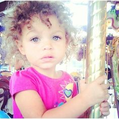 she is too perfect. Can my little girl look like this? Cute Mixed Babies, Cute Babies, Baby Kids, Lil Baby, Pretty Kids, Cute Kids, Beautiful Children, Beautiful Babies, Interracial Babies