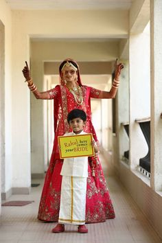 Entrance to gurdwara Pre Wedding Poses, Wedding Couple Poses Photography, Indian Wedding Photography, Desi Wedding Decor, Indian Wedding Favors, Mehendi Photography, Bride Photography, Pre Wedding Photoshoot, Wedding Shoot