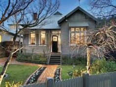 just loooove the features for an edwargian house look. Corrugated iron edwardian house exterior with picket fence & landscaped garden Exterior Paint Colors, Exterior House Colors, Paint Colors For Home, Exterior Design, Paint Colours, Edwardian Haus, Weatherboard Exterior, Pintura Exterior, Grey Houses