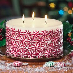 Glue peppermint candy to a white candle - the best is to use a candle that has a warm vanilla scent, or cake batter, and mixed with the peppermint it is sublime!
