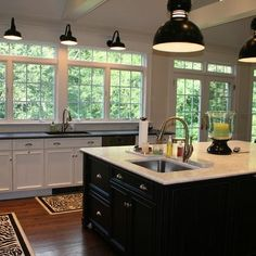 preppyplayer - traditional - kitchen - new york - patty corn Kitchen Lighting Design, Kitchen Lighting Fixtures, Light Fixtures, Beautiful Kitchens, Cool Kitchens, Dream Kitchens, Country Kitchens, Small Kitchens, White Kitchens