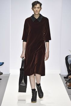 http://www.margarethowell.jp/collection/lookbook/women/